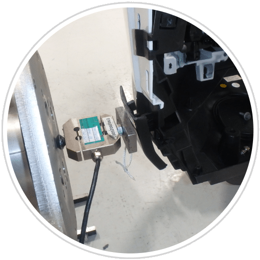 Dynamometer measuring the clipping force of an automobile component